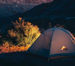 Wie baut man ein Zelt auf?