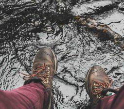 Schuhe wasserdicht machen – so gehts!