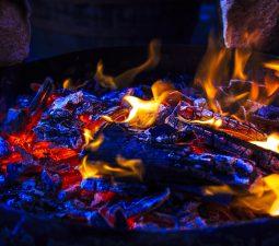 Brennend heiß: Richtig Feuer machen