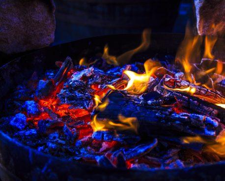 brennend hei richtig feuer machen. Black Bedroom Furniture Sets. Home Design Ideas