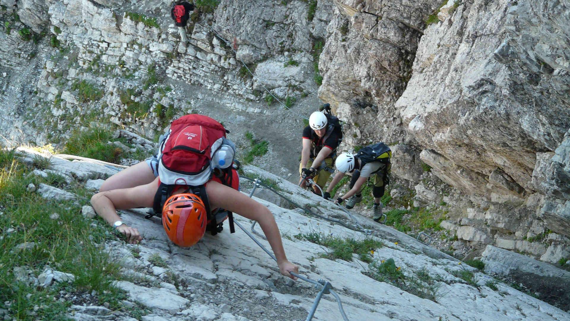 Klettersteig Ausrüstung : Die richtige basis klettersteig ausrüstung zusammenstellen