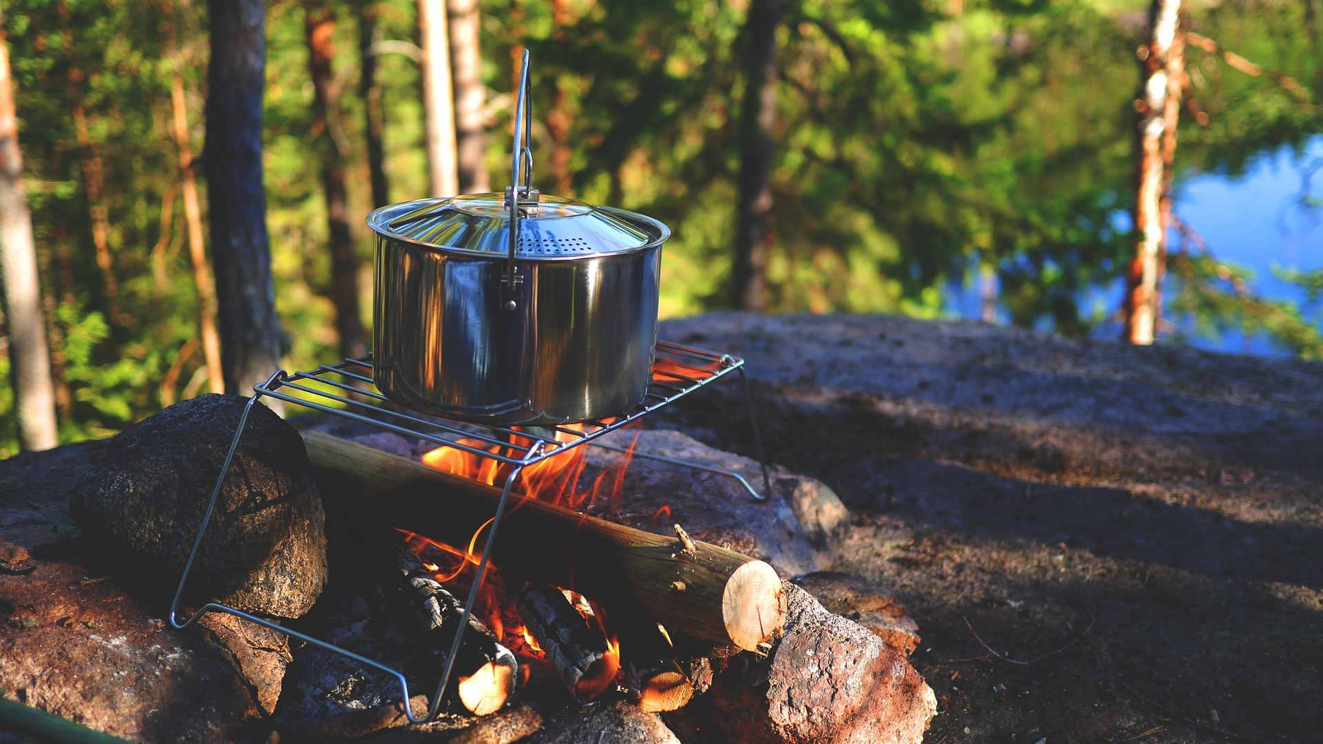 Outdoor Küche Camping Rezepte : Camping rezepte draußen kochen beim campen