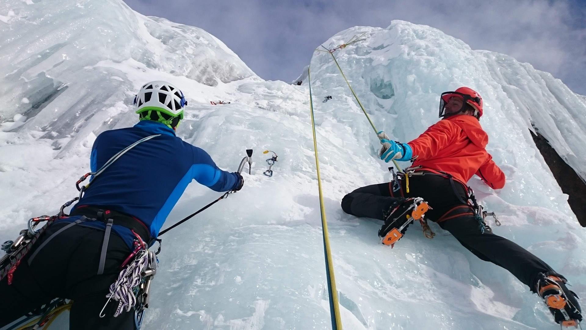 Eisklettern für Anfänger: Unfallrisiken erkennen und vorbeugen