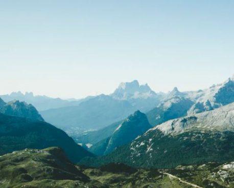 Hüttenwanderung in den Alpen