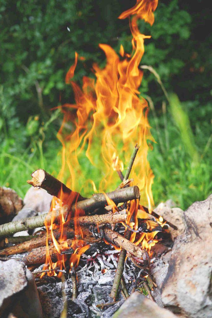 feuerstelle-grill-bauen-outdoor