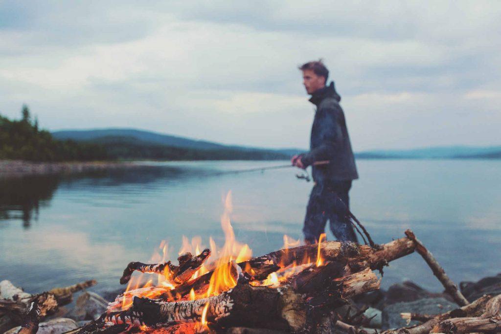 lagerfeuer-grill-improvisieren-outdoor