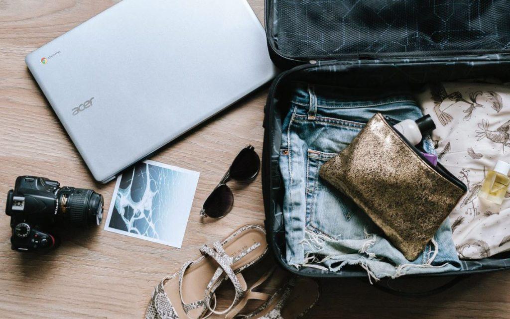 koffer-gepäck-flugzeug